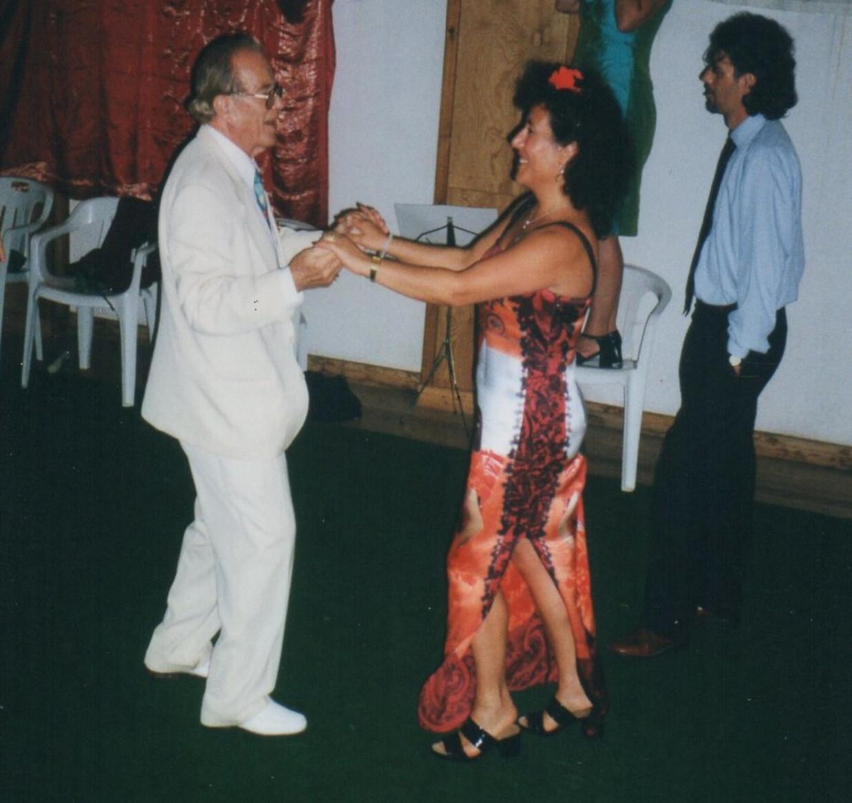 Luglio 2000 - Ballo con J. Pierrakos